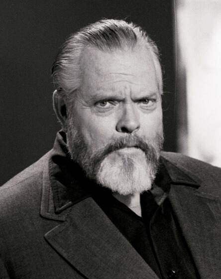 Si no eres creyente, le buscas a Dios un sustituto - Orson Welles